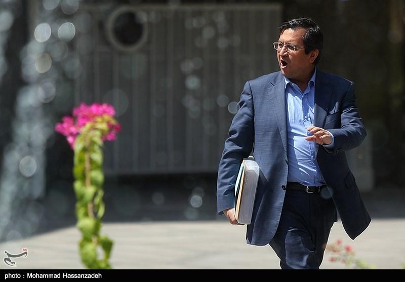 عبدالناصر همتی رئیس بانک مرکزی در حاشیه جلسه هیئت دولت