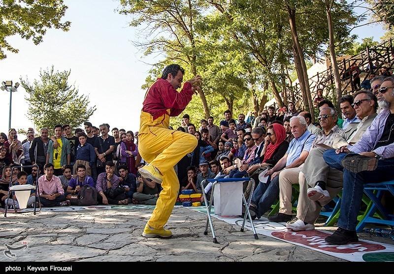 جشنواره تئاتر خیابانی مریوان|500 هنرمند در سیزدهمین جشنواره تئاتر خیابانی مریوان حضور یافتند
