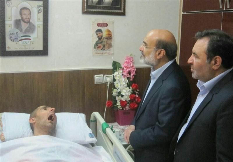 رئیس سازمان صدا و سیما با شهید زنده لرستان دیدار کرد