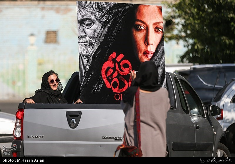 رونمایی از پوستر فیلم «جاده قدیم» و گرامیداشت پرویز پورحسینی+عکس