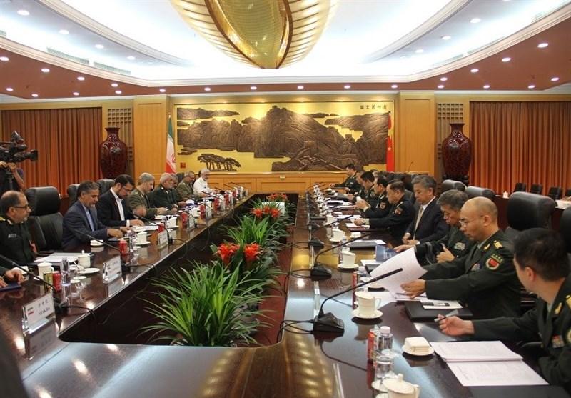 امیر حاتمی در دیدار وزیر دفاع چین: ایران از هیچ تلاشی برای برقراری ثبات و امنیت در منطقه دریغ نمیکند