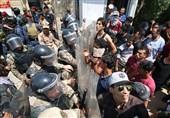محتجون یقتحمون القنصلیة الإیرانیة فی مدینة البصرة العراقیة