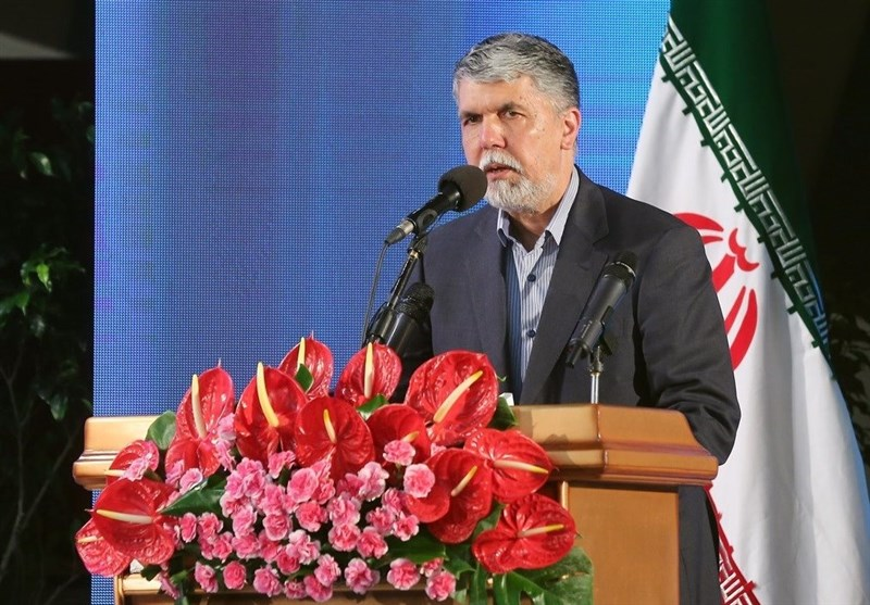 وزیر ارشاد: طراحان از ظرفیت اقوام ایرانی در طراحی لباس غفلت نکنند