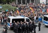 معترضان در شهر کمنیتس آلمان شعار «مرکل باید برود» سر دادند