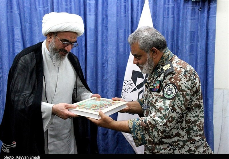 تقدیر فرمانده قرارگاه پدافند هوایی از امام جمعه بوشهر