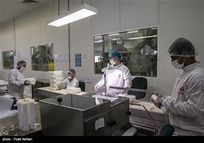 بازدید اصحاب رسانه از کارخانههای داروسازی هلالاحمر