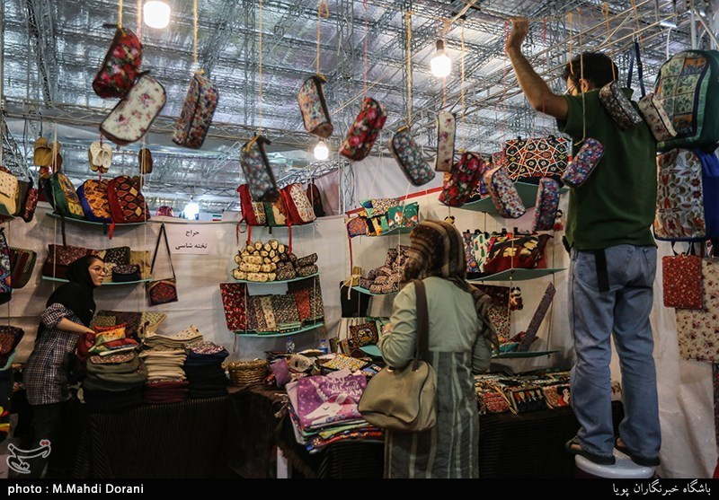 نمایشگاه بوی ماه مهر با اولویت عرضه کالای ایرانی در کرمانشاه افتتاح شد