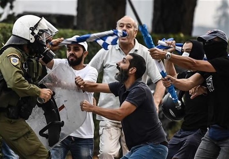 15 Police Injured in Greece's Rally against Macedonia Name Deal (+Video)