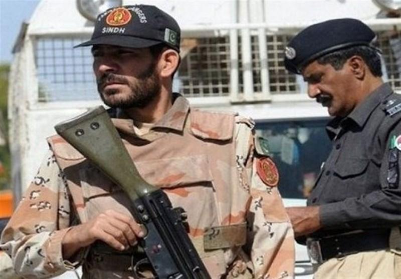 کراچی: پولیس اور رینجرز کی کارروائیاں، درجنوں ملزمان گرفتار، اسلحہ برآمد