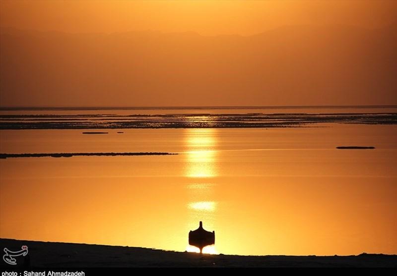 غروب دلانگیز دریاچه ارومیه به روایت تصویر