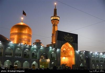 مراسم تعویض پرچم گنبد امام رضا(ع) به مناسبت آغاز ماه محرم