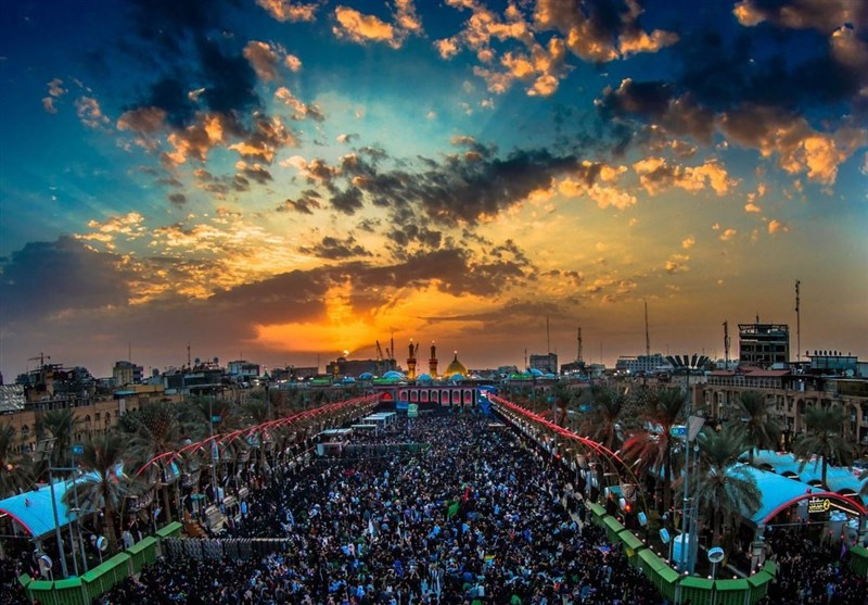 Mourners Renew Flag of Imam Hussein's (AS) Shrine on First Night of Muharram (+Video)