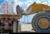 انتقال سنگ خام از تکاب به سایر استانها مانع از اشتغالزایی در منطقه میشود