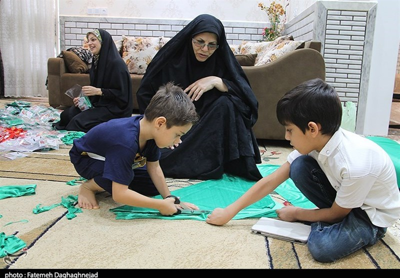 برپایی کارگاههای دوخت لباس شیرخوارگان حسینی در دزفول به روایت تصویر