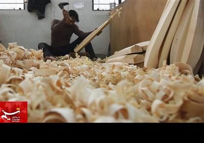 کارخانے میں کرکٹ سمیت مختلف کھیلوں کے سامان تیار کرنے کے مراحل