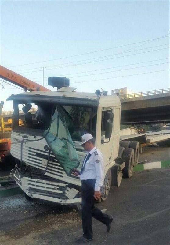 آتش گرفتن تریلر در تصادف با 3 خودرو در جاده تبریز ـ ارومیه/ راننده تریلر جان باخت
