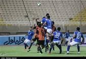 نیمه تمام ماندن دیدار استقلال خوزستان و اروند به دلیل درگیری بازیکنان