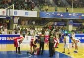 حاشیه دیدار بسکتبال ایران و فیلیپین| درگیری بازیکنان و خونریزی سر بازیکن فیلیپین