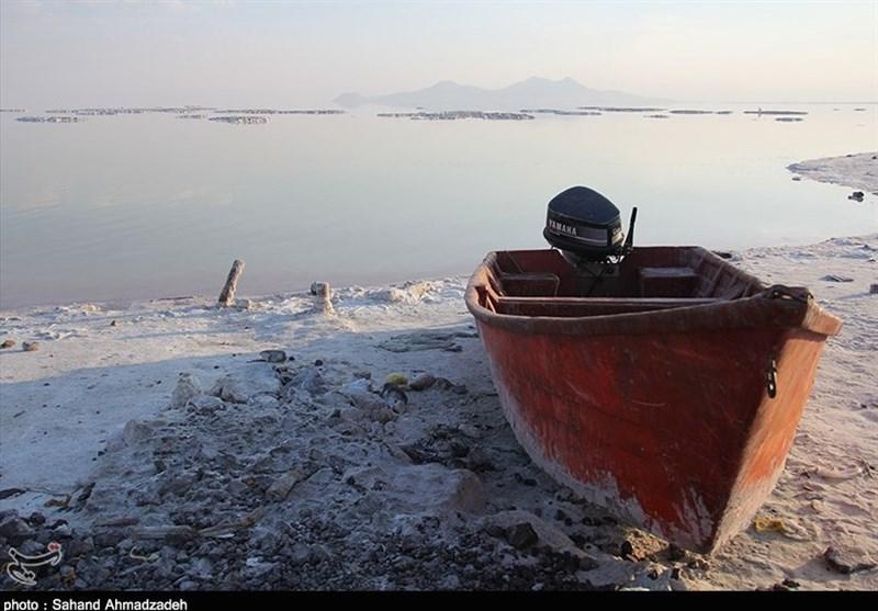 """دریاچه ارومیه به مرز نابودی کامل رسید اما همچنان از سامانه """"تصمیمیار"""" خبری نیست"""