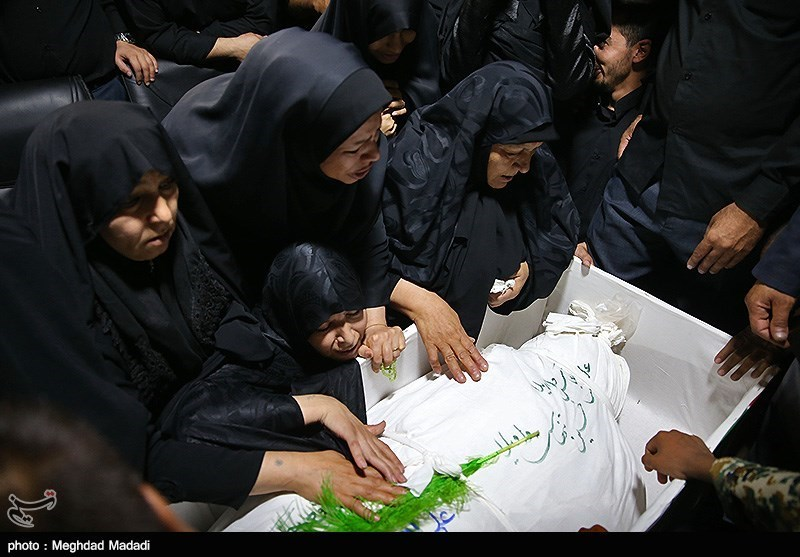 وداع با پیکر مطهر شهید مدافع حرم، علی اصغر الیاسی +عکس و فیلم