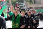 اصفهان| منزل به منزل به یاد شهدای جبههها در عاشورای حسینی+فیلم
