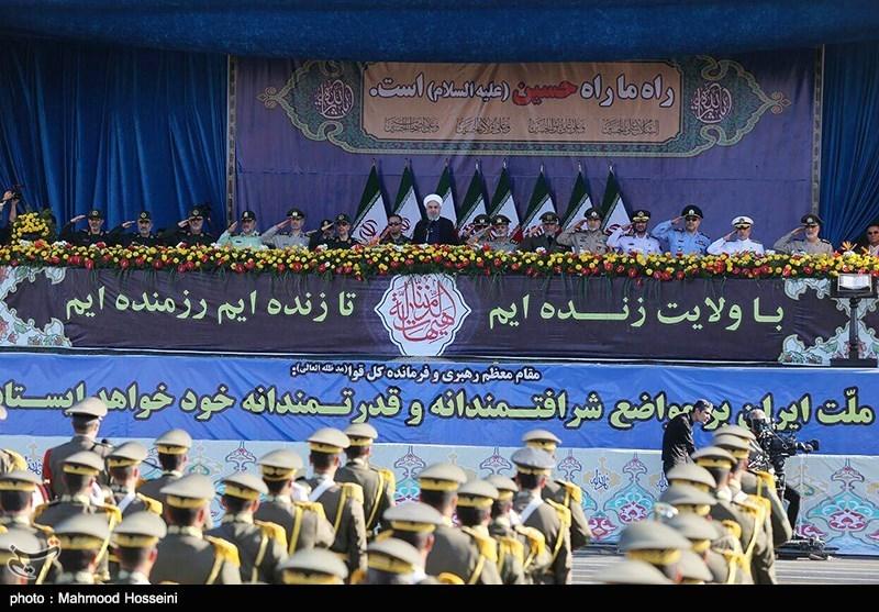 """بدء العرض العسکری فی طهران والمحافظات الإیرانیة الاخرى بمناسبة أسبوع """"الدفاع المقدس"""""""