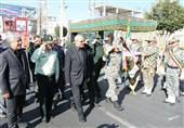 رژه نیروهای مسلح در نخستین روز از هفته دفاع مقدس در سمنان برگزار شد