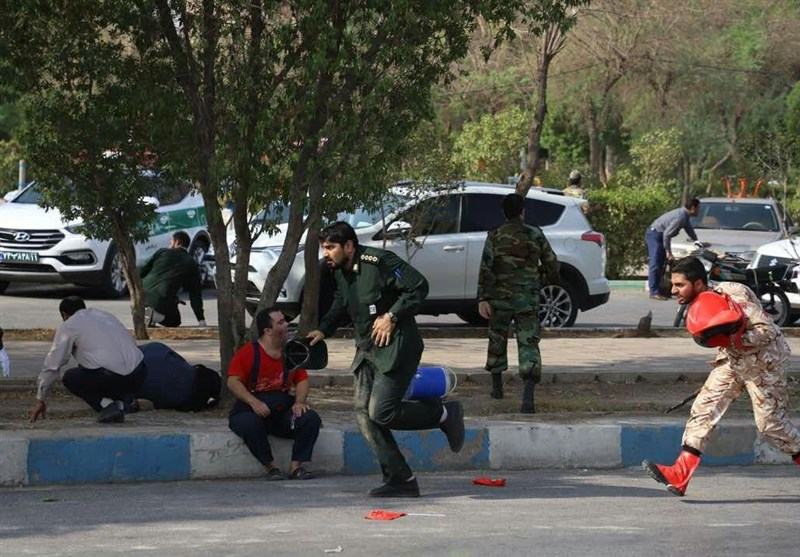 اولین تصاویر از حمله تروریستی به رژه نیروهای مسلح در اهواز