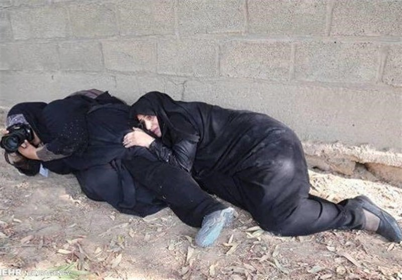 اختصاصی|حادثه تروریستی اهواز بهروایت عکاس حاضر در مراسم؛ نیروهای سپاه مانع از اصابت گلولههای تروریستها به مردم شدند