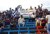 حاشیه دیدار نساجی - استقلال| شروع بازی با یک دقیقه سکوت و شعار علیه فتاحی/ اتفاق جالب برای تبریزی + تصاویر