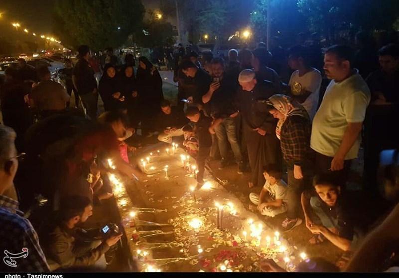 شمع و اشک مردم داغدار اهواز در محل حادثه تروریستی+فیلم