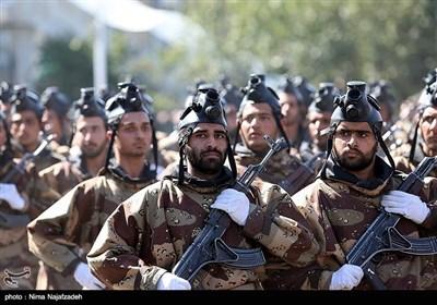 مشہد میں دفاع مقدس کی مناسبت سے ایرانی مسلح افواج کی شاندار پریڈ