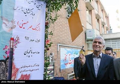 محمد علی افشانی شهردار تهران در آیین نواختن زنگ مهر و بازگشایی مدارس