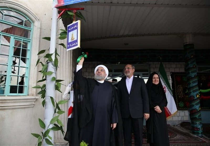 Iranian President Rings Bell to Mark New School Year (+Video)