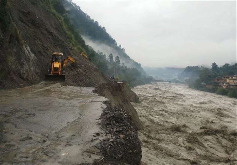 Bus Swept Away by Flash Floods in India (+Video)