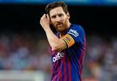 فوتبال جهان  خودداری لیونل مسی از دست دادن با داور بازی بارسا - جیرونا + عکس