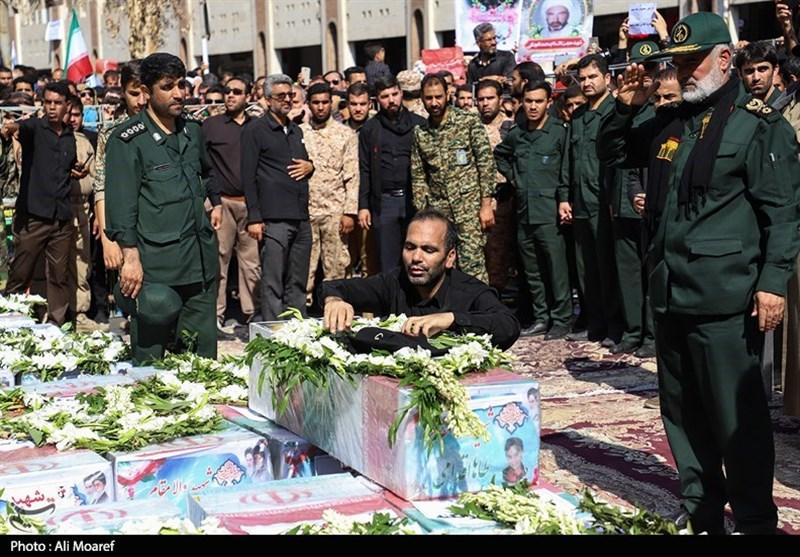اهواز| حضور جوانان و نوجوانان انقلابی در تشییع پیکر شهدای حادثه تروریستی اهواز