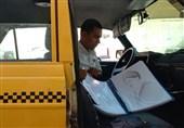گفتوگوی تسنیم با راننده تاکسی هنرمند در همدان؛ تصویری از امامخامنهای و سردار همدانی را برای نهاد رهبری فرستادم