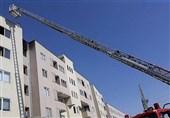نجات مادر و 2 کودک از میان آتش و دود + تصاویر
