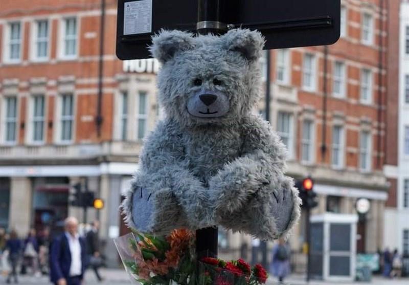 سرفه خرسهای عروسکی در خیابانهای لندن + فیلم ,