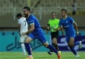 کریمی: ترسی از تیمهای بزرگ لیگ برتر نداریم/ دوست دارم باز هم برای استقلال خوزستان گل بزنم