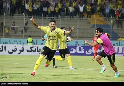 دیدار فوتبال تیمهای پارس جنوبی جم و پدیده مشهد