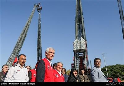 إزاحة الستار عن معدات جدیدة للإطفاء فی طهران