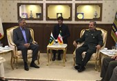 Officials Discuss Iran-Pakistan Defense Ties