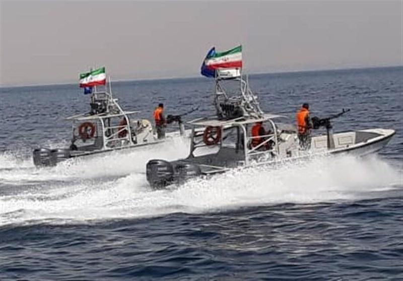 نمایش اقتدار شناورهای نیروی دریایی سپاه در آبهای خلیج فارس+تصاویر