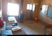 مشق محرومیت در کلاسهای فرسوده الیگودرز؛ تحصیل زیر سقفهای ترک خورده+ تصاویر