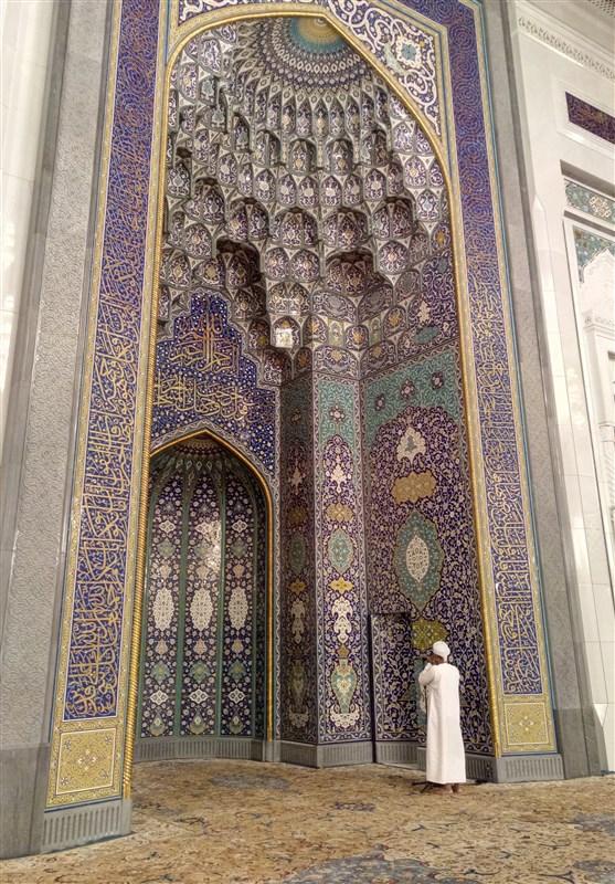 سفر | نماز بر روی فرش ایرانی در یکی از زیباترین مساجد جهان + تصاویر
