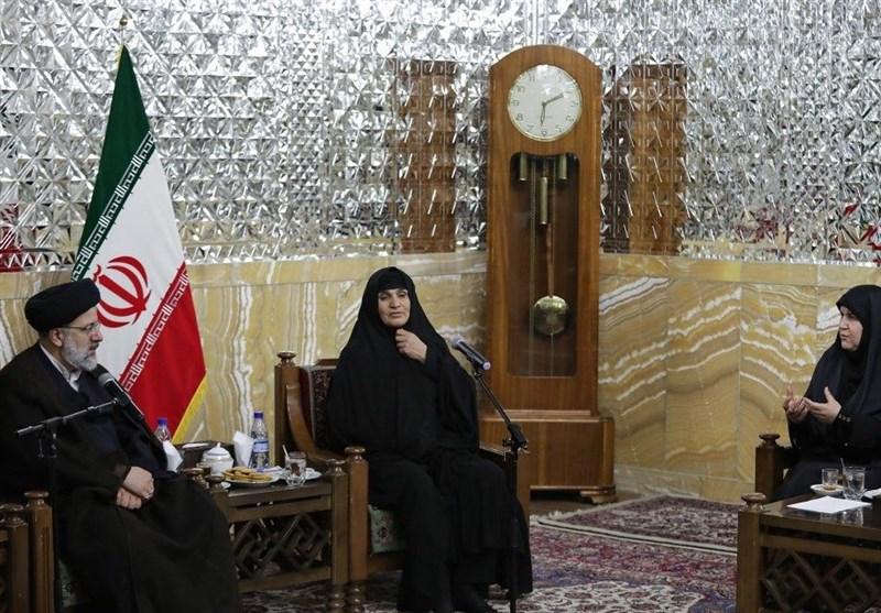 حجتالاسلام رئیسی: دفاع مقدس تاریخ ایستادگی، شجاعت و مقاومت ملت است