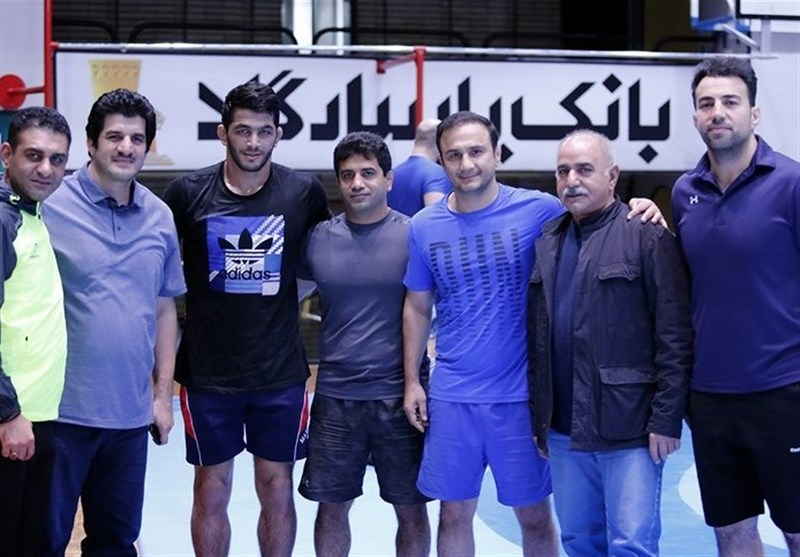 Famous Iranian Actor Parastui Meets Wrestlers ahead of World Championships