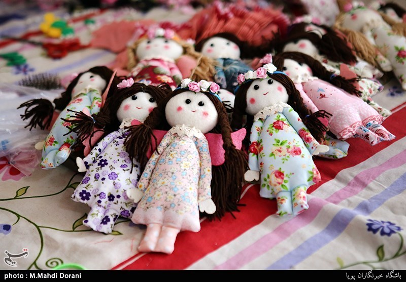 عروسکهای اربعینی «وُداد» به دست کودکان سیلزده کشور